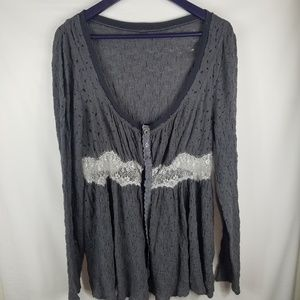 Anthropologie flowy long sleeve lace button detail